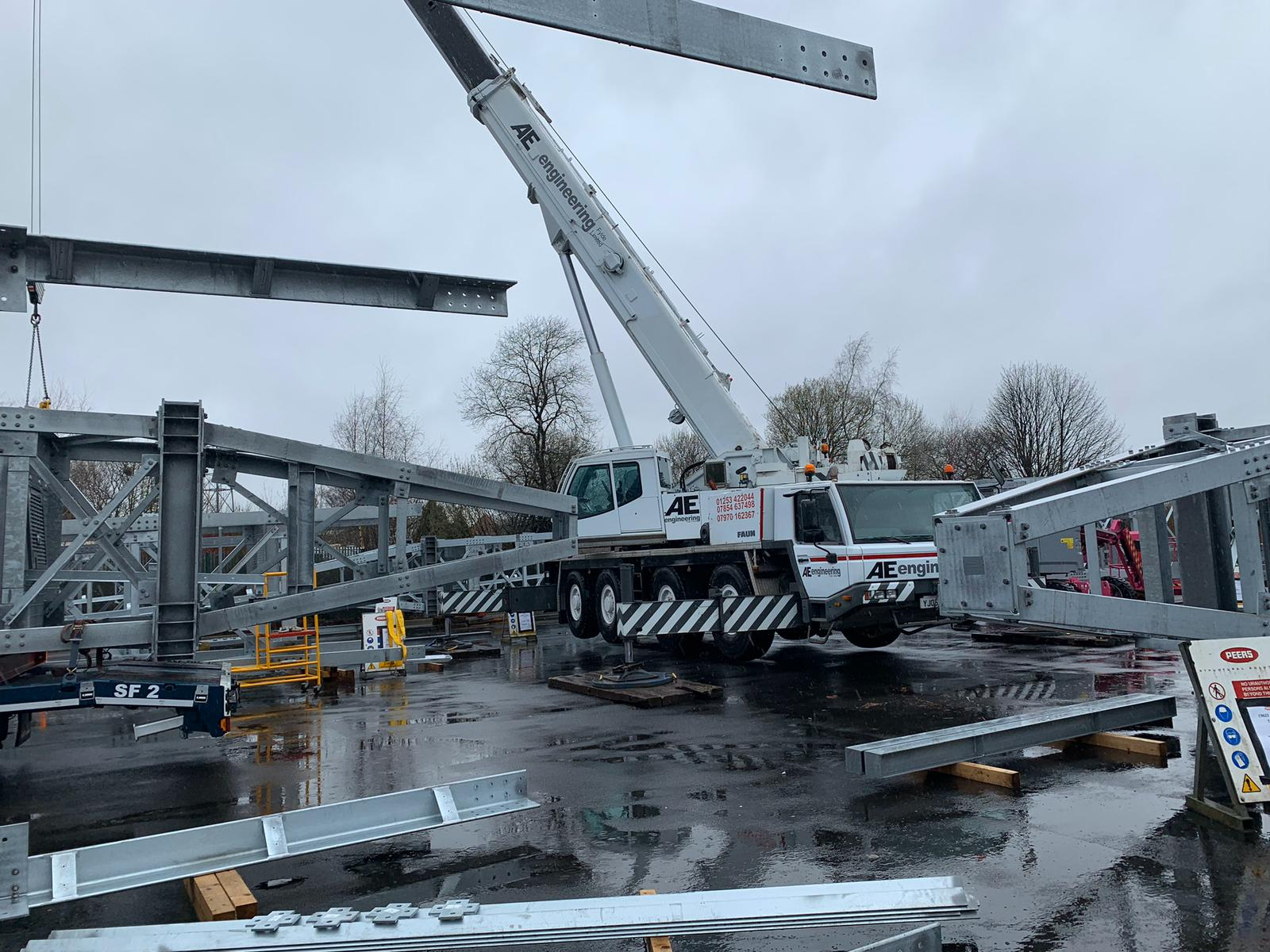 Heavy Lifting Crane lifting steel structures